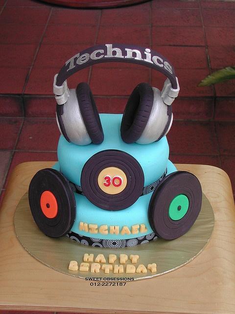 Cool headphones & vinyl cake