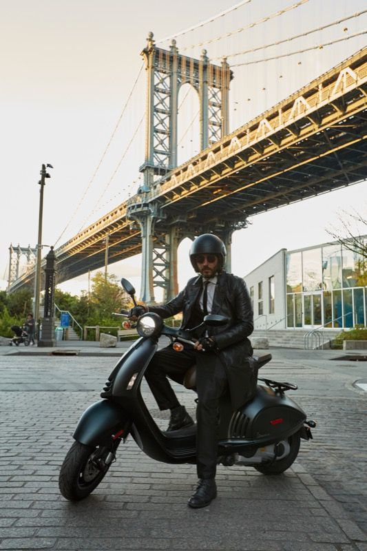Williamsburg Bridge nel New York, NY - #Vespa #EAVespa #Vespa946 #EmporioArmani #Italy #NewYork #fashion #scooter #style #love