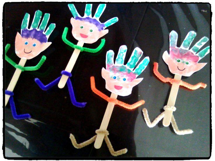 bricolage noel, lutins, empreintes de mains, bricolage enfant