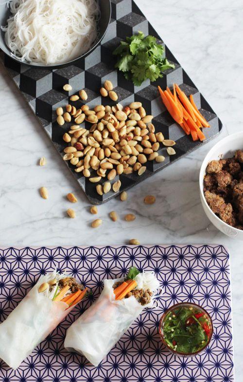 Heute mit Xenia Alt, die den Concept Store Minimarkt betreibt und ihren großartigen Sommerrollen mit Gemüse, Reisnudeln, Erdnüssen und koreanischem Feuerfleisch.