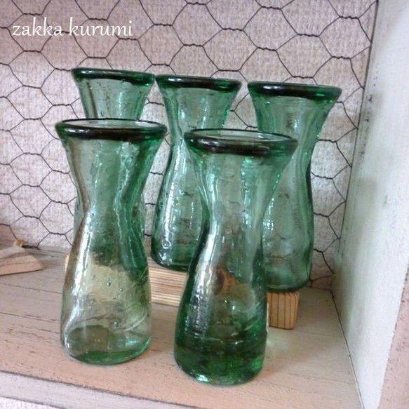 スペイン製リサイクルガラスボトル5個セットです。使用済みボトルなどを溶かして再生されたガラスです。一個一個ガラスの厚みが違ってきたり気泡が入っています。一個に...|ハンドメイド、手作り、手仕事品の通販・販売・購入ならCreema。