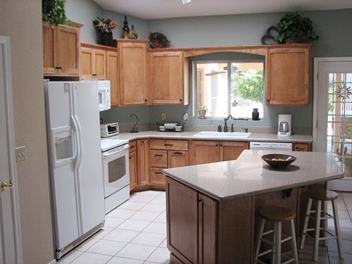Kitchen island with seating in l shaped kitchen l shaped for Small kitchen layout with island