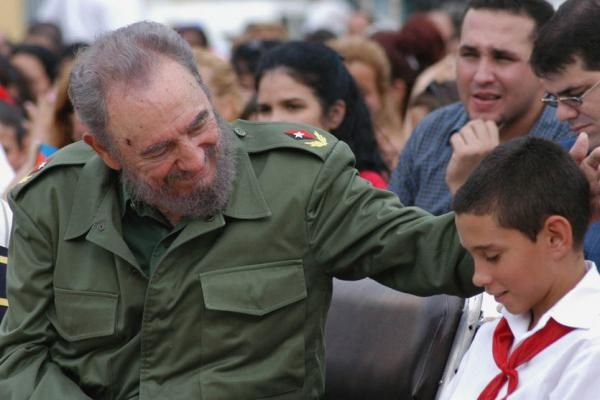 Pundits, Politicians & Celebrities Tweet About Fidel ...