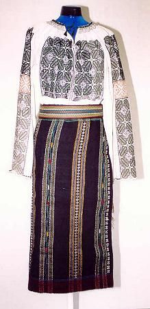 Women's costume from region of central Moldavia