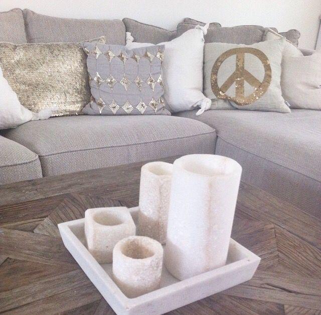 ... grå sofa  Favoritter ️  Pinterest  Glitter and Sofas