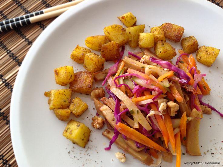 """In origine diffuso e chiamato """"kofu"""" (glutine di grano) il seitan è un alimento tipico della tradizione giapponese che deve la sua origine a dei monaci buddisti che lo crearono come sostituto della carne. Fu George Ohsawa, il padre della macrobiotica, a coniare il nome """"seitan"""", letteralmente """"è proteina"""" per indicare un cibo """"giusto"""" per sostituire la carne, per non inquinare e soprattutto """"giusto"""" perché alla portata di tutti. Il seitan è un alimento ad alto valore proteico, che si…"""