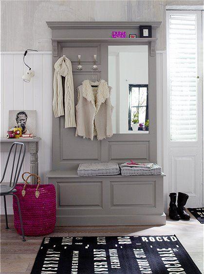 Mit unserer Garderobe im Landhausstil fängt schönes wohnen schon im Eingangsbereich an. Wählen Sie jetzt bei car-moebel Ihren Farbwunsch zwischen weiß und grau gestrichen aus!