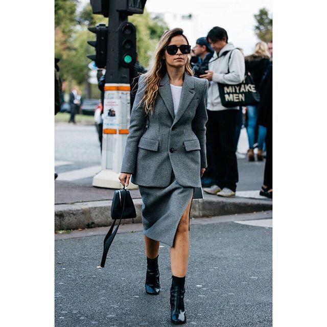 #paris #fashionweek #pfw #fashion #style #fashionista #fashionable #fashionkilla #styles #styleicon #fashionicon #streetstyle #streetfashion #fashionblogger #look #lookoftheday #streetchic #parisstreetstyle #parisfashionweek