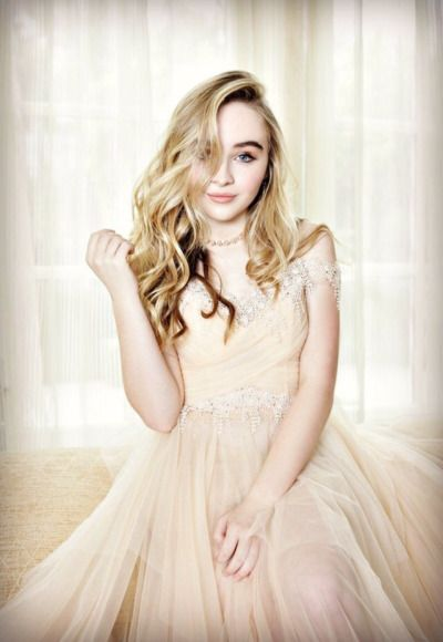 daily pictures of sabrina annlynn carpenter