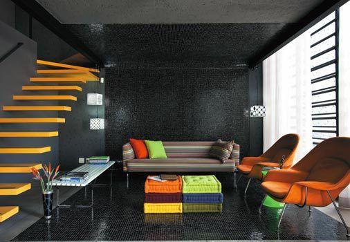 sala com parede teto e chão de pastilha
