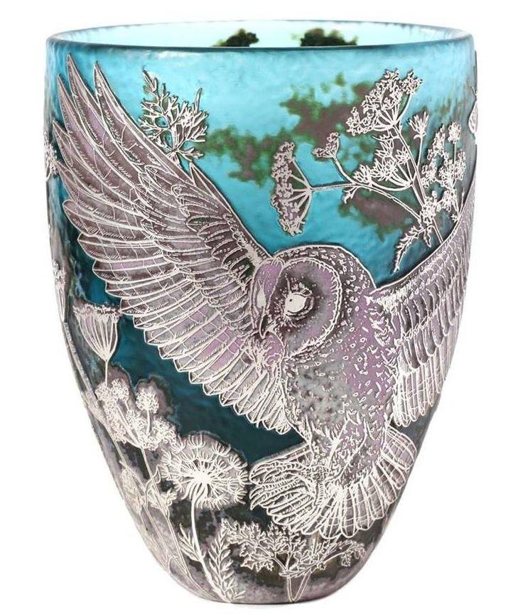 Jonathan Harris, dünya çapında tasarımcı ve camcı, olağanüstü eşsiz kazınmış Cameo & Shropshire tahsil sanat cam oluşturur.  Işçilik konusunda tutkulu, Jonathan kameonun & Kadeh'in antik sanat uzmanlaşmıştır.Camın yüzeyi ustaca olağanüstü ayrıntılı karmaşık tasarım ortaya, emaye renkler, 24CT altın ve gümüş yaprak katmanları arasında elle oyulmuş.