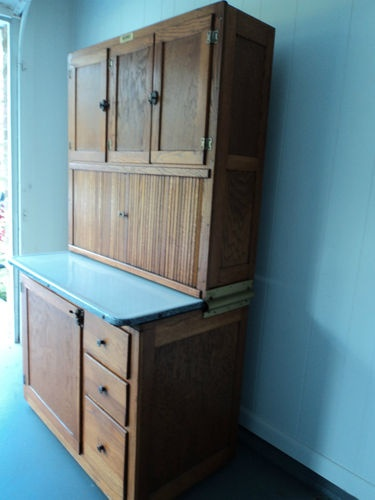 272 best images about hoosier cabinets on pinterest for Antique kitchen cabinets with flour sifter