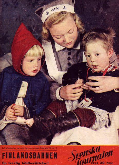 Svensk Lotta med finska krigsbarn / Swedish Lotta with Finnish war children - Finland