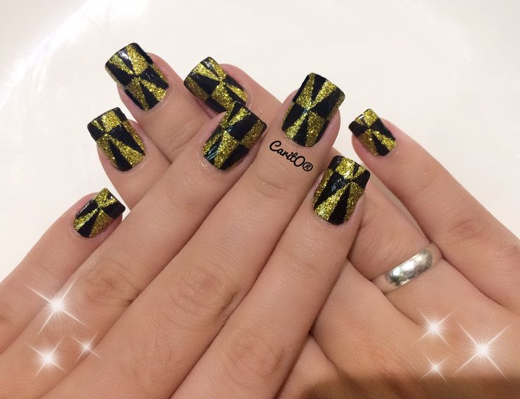 Party nails, black and hold nailart design, glitter manicure