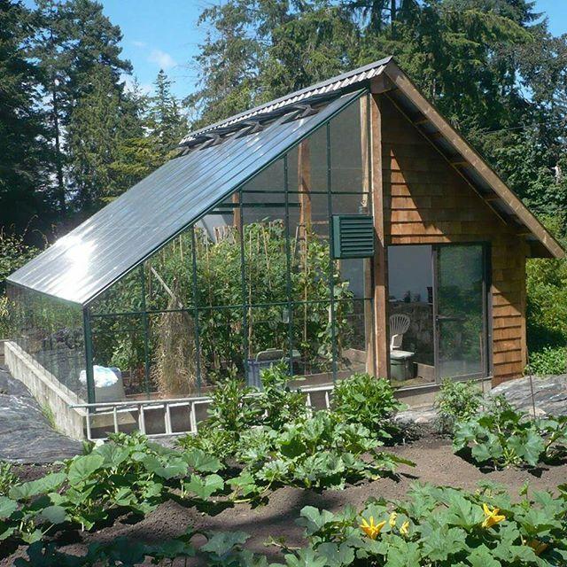 Casa de campo com estufa.