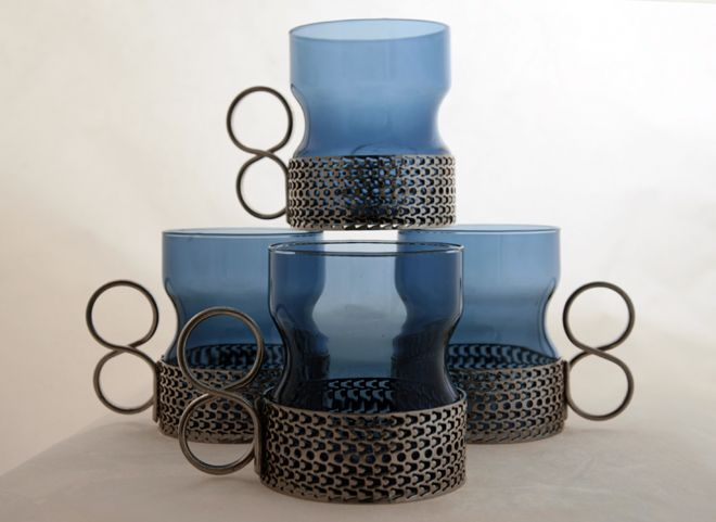 Set of Iittala Tsaikka Tea Cups in Blueberry      Designed by Timo Sarpaneva in 1957 Finland