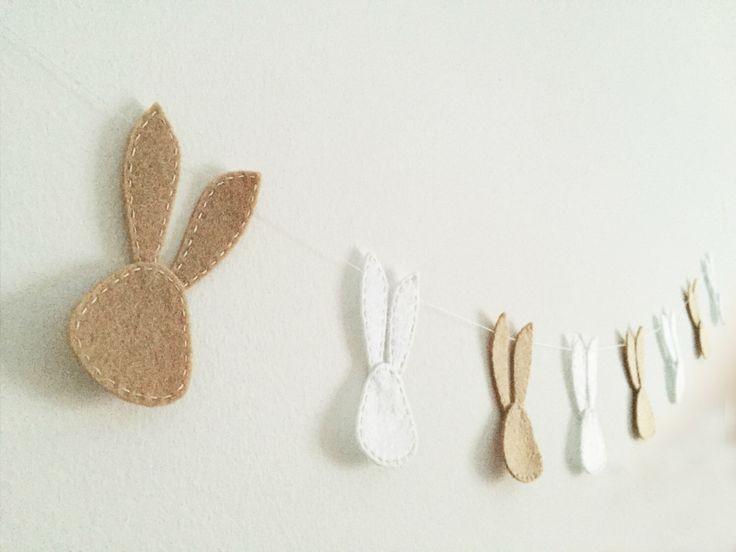 Bannière du parti Bunny guirlande feutre Pâques décoration printemps vacances banderoles Pastel crème et blanc guirlande moderne décoration de pépinière par Artifanhas sur Etsy https://www.etsy.com/fr/listing/269588356/banniere-du-parti-bunny-guirlande-feutre