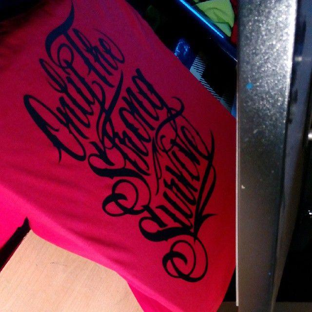 Estampando camisetas nuevos diseños pronto
