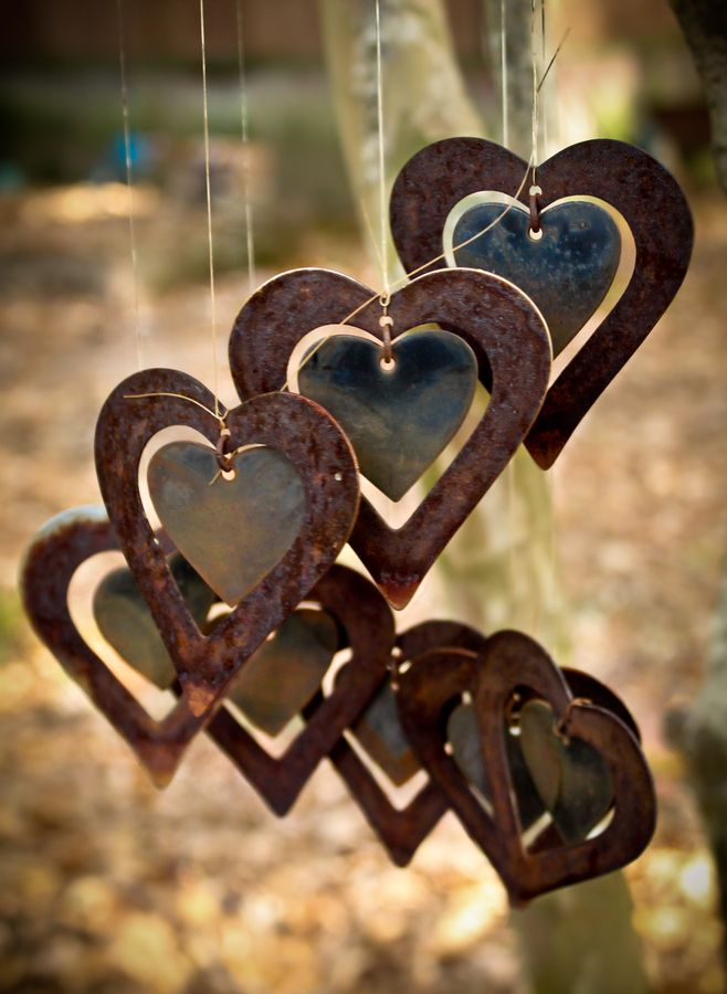 I LOVE THESE ~ Wind Chimes ~: Rustic Gardens, Hanging Heart, Valentines Day, Windchimes, Rusty Metals, Metals Art, Wind Chimes, Gardens Art, Tins Cans