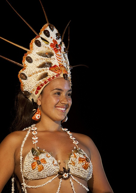 Celine Bour During Tapati Festival, Easter Island, Chile, via Flickr...http://blackberrycastlephotographytm.zenfolio.com/p583897559