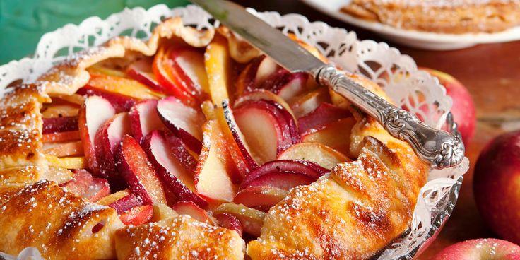 Köstlich duftend, frisch aus dem Ofen und noch lauwarm auf dem Teller, so schmeckt ein #Apple Pie am allerbesten. Was ist euer liebster Kuchen? #Feinschmeckerbackt #Applepie #Kuchen