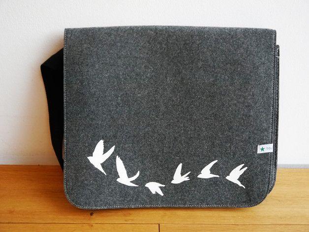 Umhängetaschen - Filztasche Vögel fliegen Schultasche, Handtasche - ein Designerstück von traumgenaeht bei DaWanda