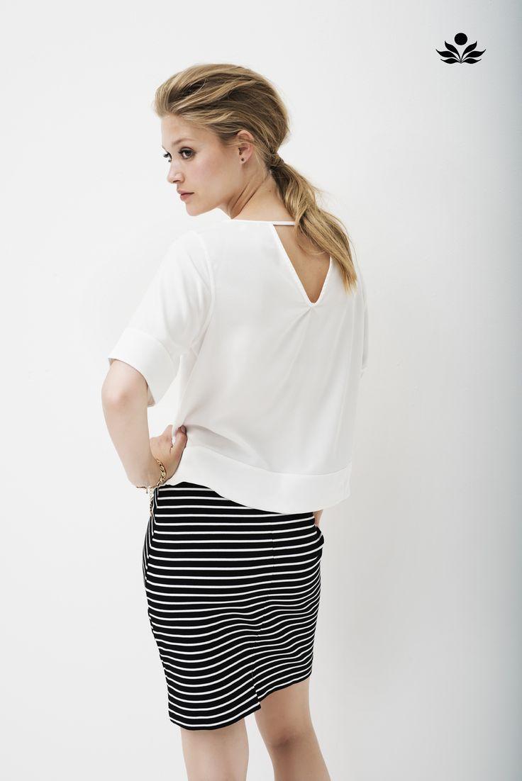 Ahoi! Tijdloze strepen in de nieuwe collectie van Tramontana! #tramontana #amsterdam #streepjes #rokje #zomer #spring #fashion #lifestyle #details #vrouwelijk #tijdloos #stijlvol #conceptstore #design #hipshops #hipshopshaarlem #weidesign #weidesignandmore