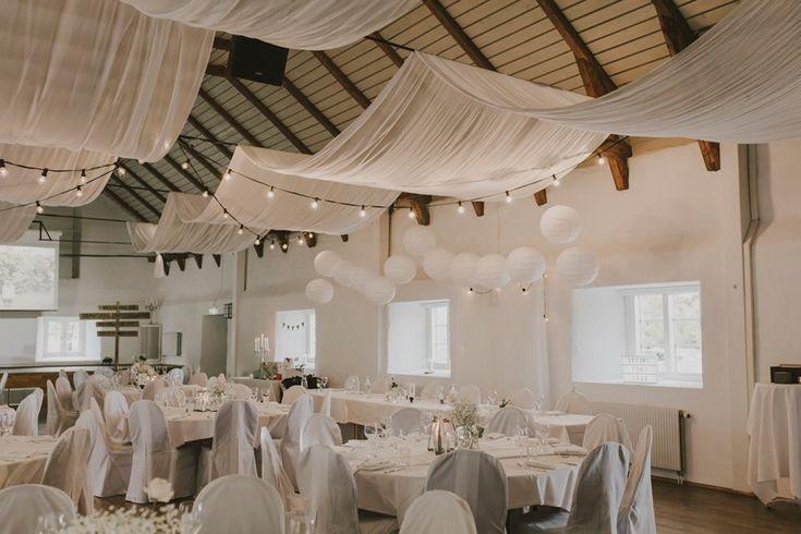 rustic barn wedding Ekerum Öland | Bröllopslokal vit stenlada