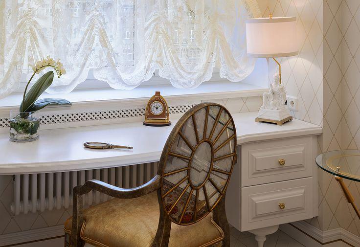 Хотим показать вам маленькую часть нашего реализованного проекта на Кутузовском проспекте: стол собственного производства IDC Collection из массива ольхи и мдф. Его легкое белоснежное исполнение, изящные ножки и роскошные золотые акценты органично перекликаются с изысканной обстановкой и добавляют ей неподдельного шарма. Помимо корпусной мебели и кухонь по индивидуальному проекту, исполняемых в любой отделке, вы также можете заказать у нас двери и стеновые панели собственного производства из…
