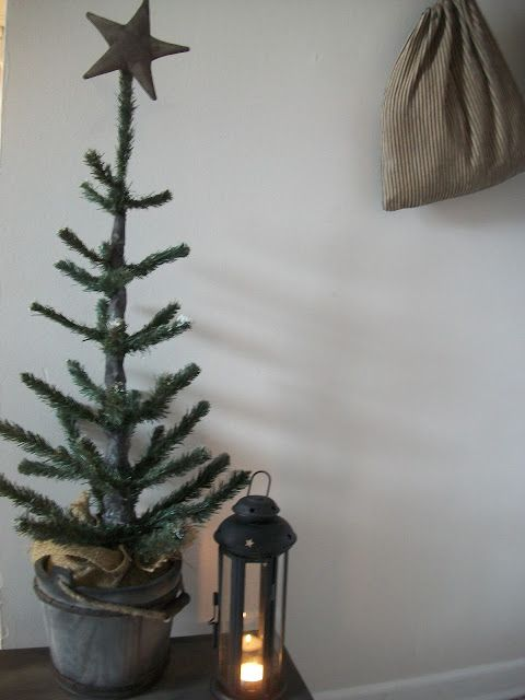 Our Pioneer Homestead: Colonial Christmas Craft of The Day!~ The Making of a Primitive Feather Tree~