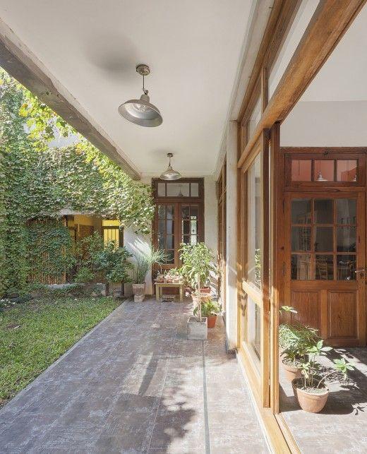 005 Casa Güemes Ph.Federico Cairoli low 520x643 La casa, la galería, el patio