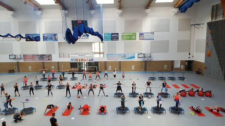 Tak skacze Olecko :) Kuźnia Formy Paweł Klimaszyński :D #fitandjump #fitness #sport #olecko #jump #trampoliny #fitnessnatrampolinach