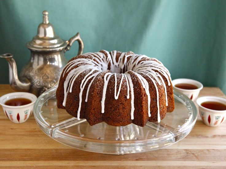 Celebrate Rosh Hashanah with this delicious honey apple cake.