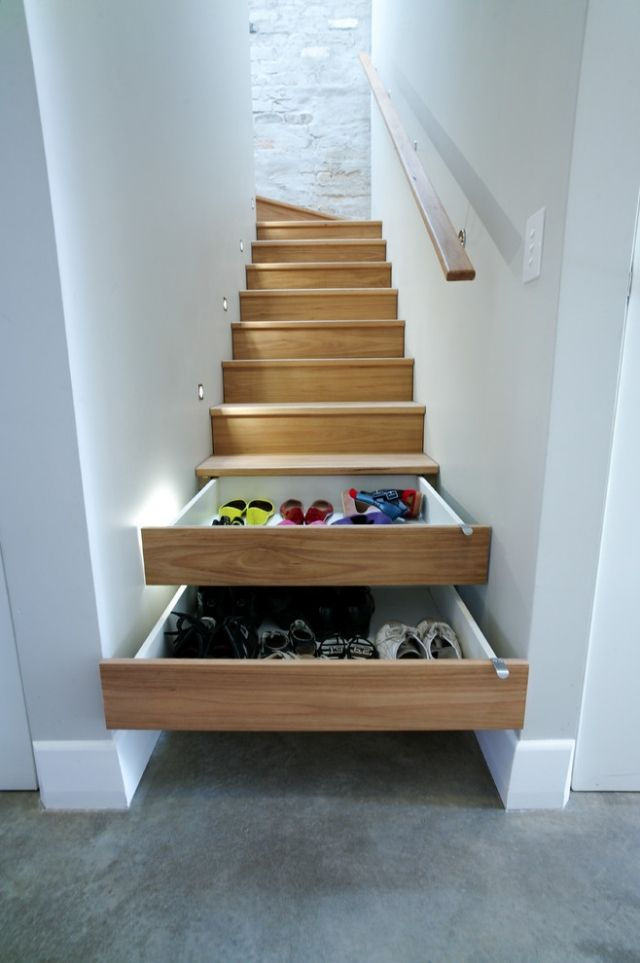 Stair storage... Holztreppe mit Schubfächern-klug integriert-Stromfreie Lichtspots