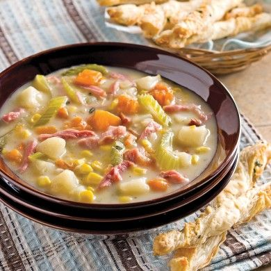 Une multitude de légumes se retrouvent dans cette chaudrée réconfortante à l'image des couleurs automnales. Prévoyez environ une heure pour la cuisson de ce savoureux plat.