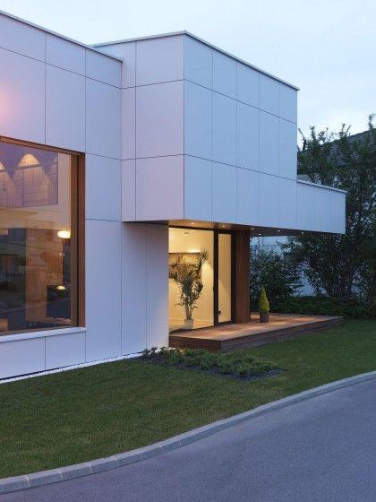 Diseño de la fachada lateral de la casa de dos plantas