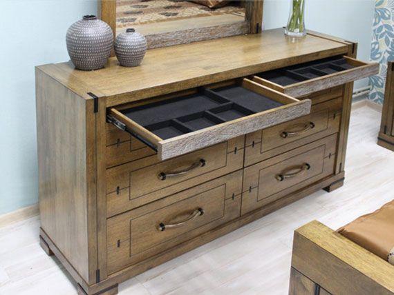 Кровати из деревянного массива гевеи, комоды, тумбочки, зеркала
