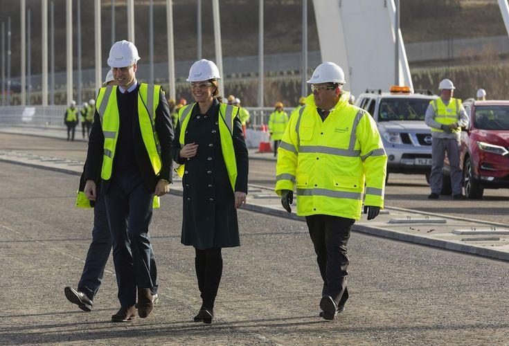 Il Duca e la Duchessa di Cambridge sul ponte con Nissan LEAF  Scarica in Pdf       Scarica in Pdf