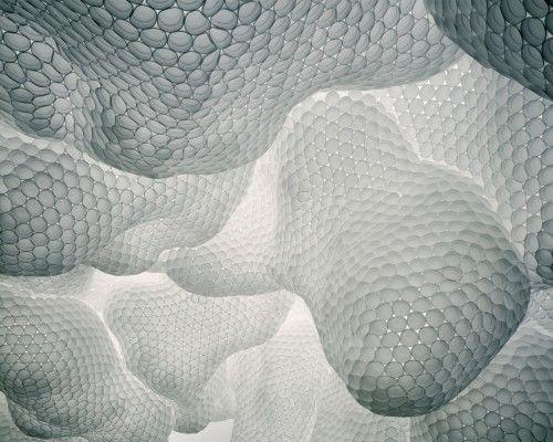 Tara Donovan (née en 1969 à New York) est une artiste américaine vivante et travaillant à Brooklyn (New York). Elle est connue pour son installation d'art in situ qui utilise des matériaux de tous les jours et dont la forme s'inscrit dans l'art génératif....