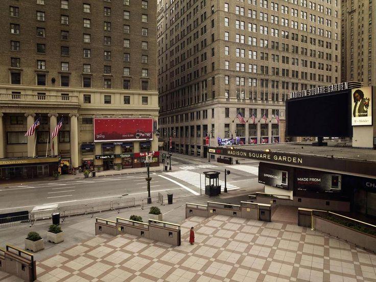 Madison Square, New York - A quoi ressembleraient les plus grandes villes du monde, le jour d'après ? Des villes totalement vidées de toute présence humaine et animale, sans voiture, sans mouvement, sans âme qui vive.  C'est l'objet de Silent World, série de photos réalisées par Lucie & Simon, deux artistes-photographes parisiens, qui ont passé à l'aspirateur à humains plusieurs clichés pris à Paris, New York, Londres ou Pékin, ne laissant comme repère qu'un survivant au milieu de nulle…