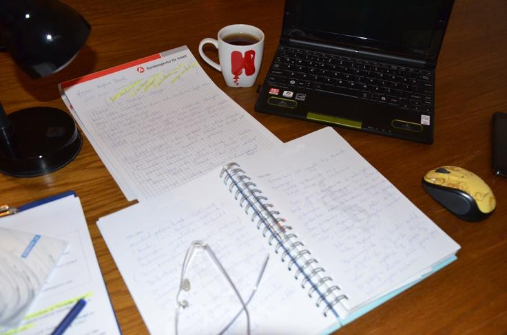 Yeni romanımı yazıyorum / Ich arbeite an meiner neuen Roman