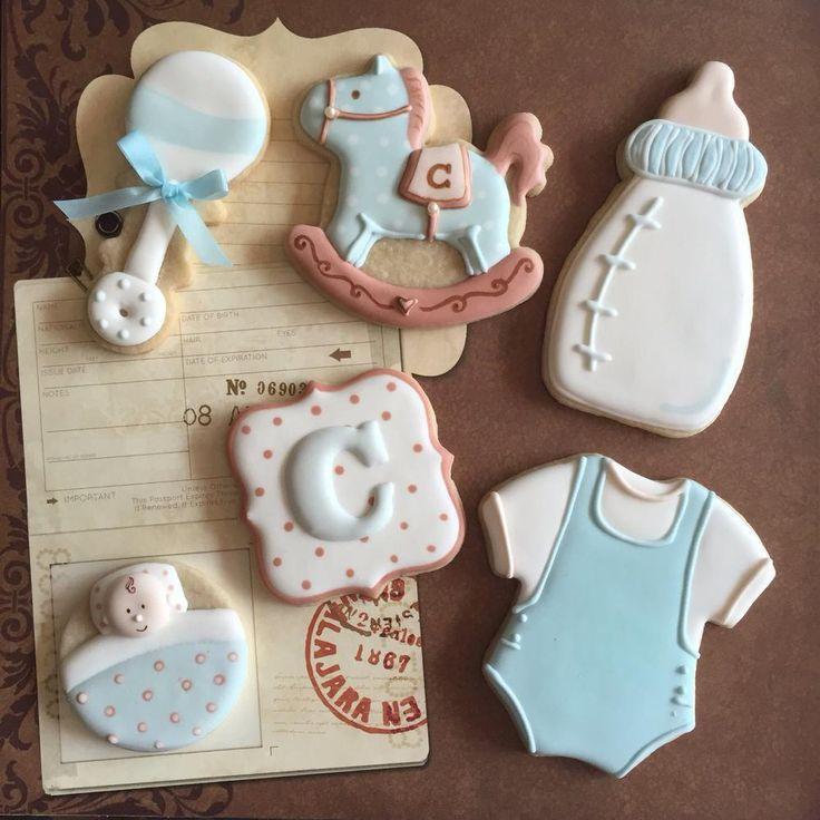 Galletas de glasa con decoración infantil.