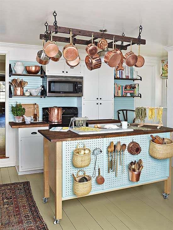 4 maneiras inteligentes (e bonitas) de usar pegboards na cozinha   CASA CLAUDIA
