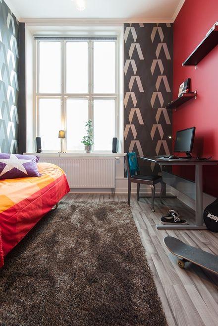 Ungdomsrum med stora mönster och starka färger