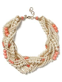i'm absolutely in LOVE with this pearl twist necklace from banana republic. seriously, i can't imagine anything better.