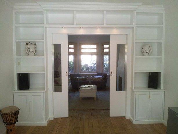 Kamer en suite gecreeerd met deze boekenkast. De schuifdeuren verdwijnen in de wand.