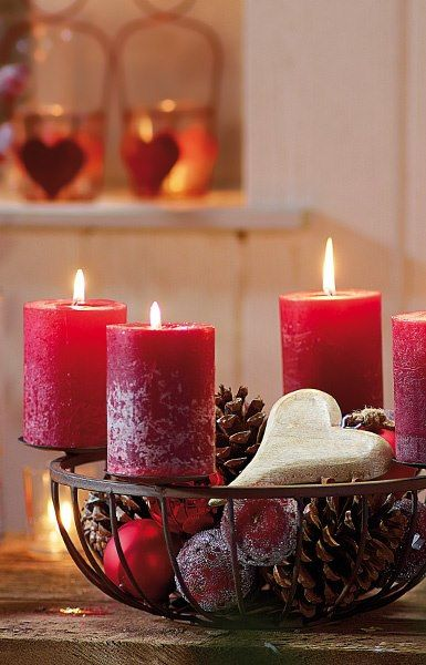 Red Christmas candles for Valentine'sHoliday, Candles Lights, Winter, Valentine Day, Christmas Lanterns, Ana Rosa, Christmas Candles, Red Christmas, Centerpieces
