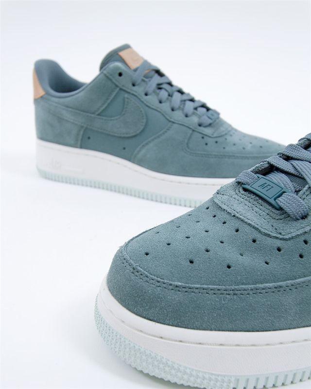 cc44be6f8a81 Nike Wmns Air Force 1 07 Premium   896185-301   Grön   Sneakers ...