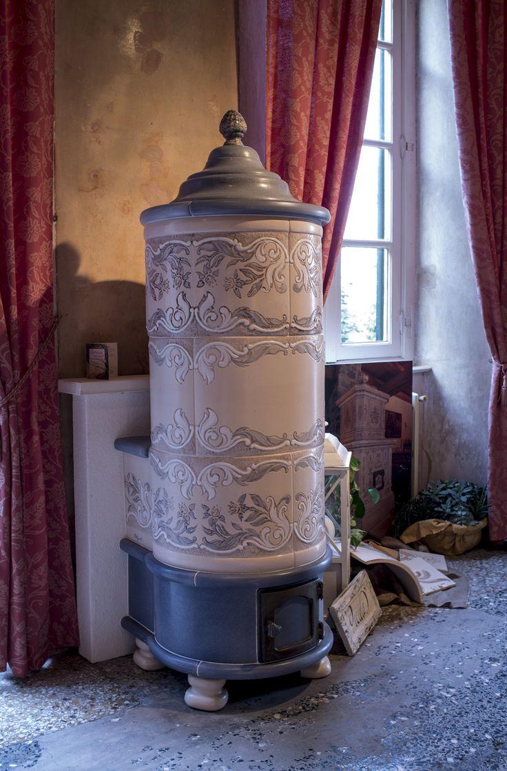 """stufa """"Piciola"""" diametro 60 cm #stufecollizzolli #handmade #fattoamano #madeinitaly #artigianato #design #italy #arte #qualita #home #casa #arredamento #processoartigianale #ceramica #maiolica #argilla #cotturainforno #pittura #incisioni #rilievi #decorazioni #trentino"""