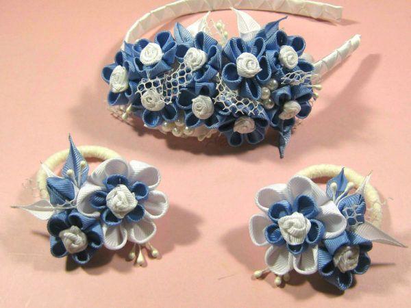 Ободок для волос с мелкими бело-голубыми цветами из репсовой ленты - летнее и эффектное украшение для девушки любого возраста.